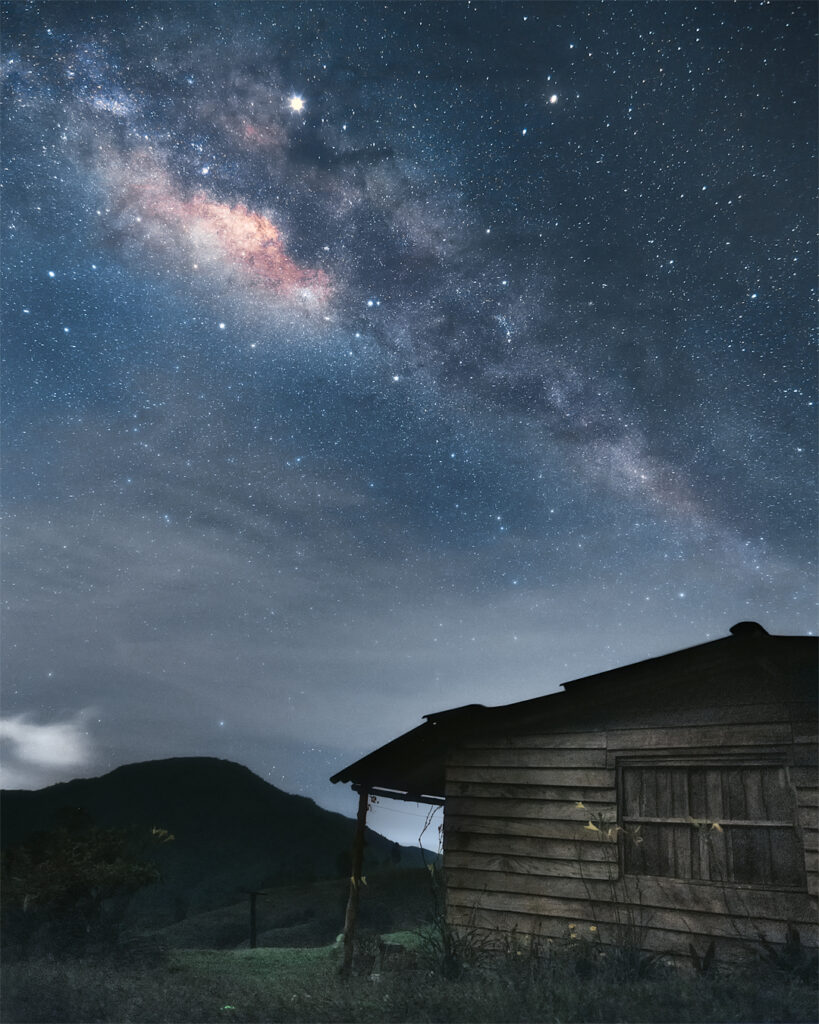 Una casita bajo millones de estrellas