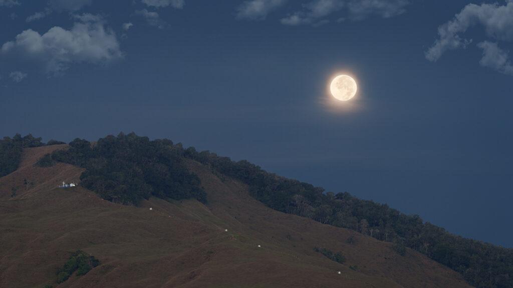 Luna sobre El peseta, Urrao.