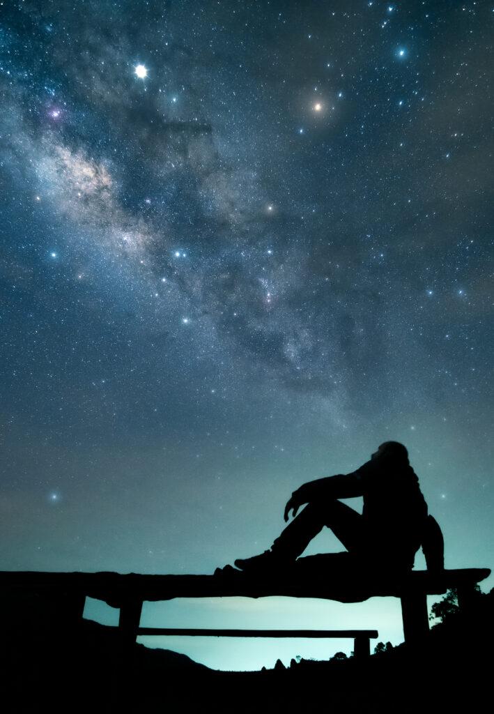 Entre la niebla y las estrellas