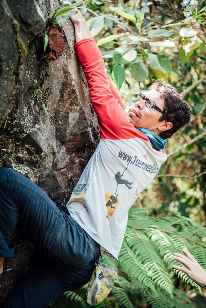 Escaladores - Abrazando la roca